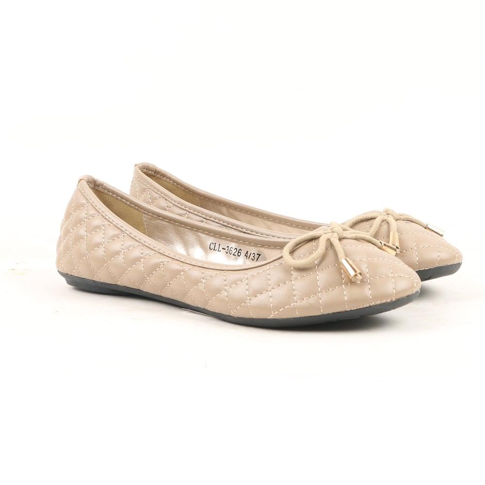 Beige shoes foto 97