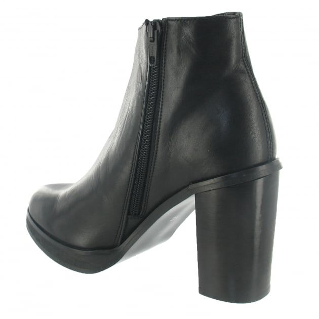 Marta Jonsson Ankle Boot With A Block Heel 3032L Black Boots