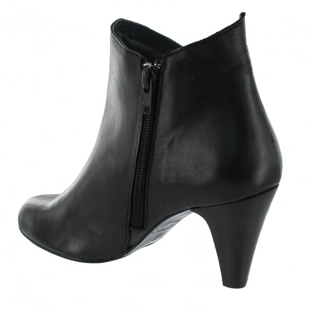 Marta Jonsson Leather Ankle Boot With A Zip 1134L Black Boots