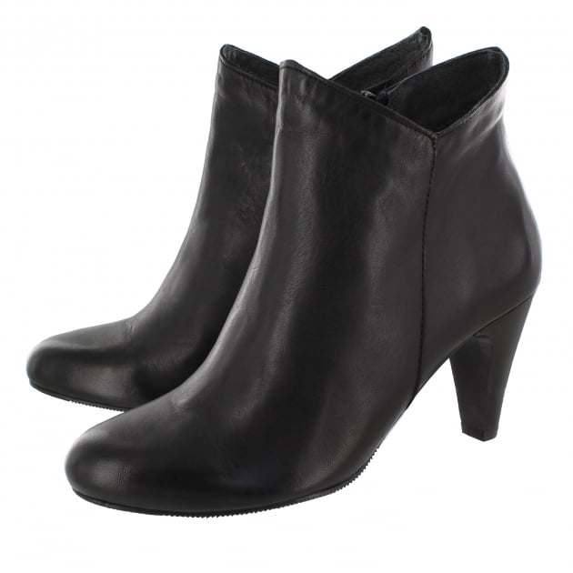 Leather Ankle Boot With A Zip 1134L