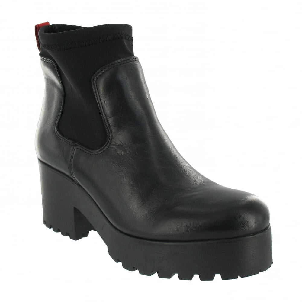 Discover the latest styles of women's ankle boots & booties: lace up, buckle, & slip on! Find your fit at Famous Footwear!
